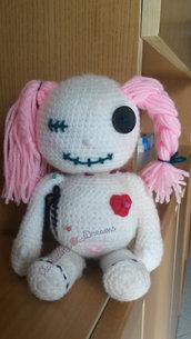 Bambola voodoo porta-segreti