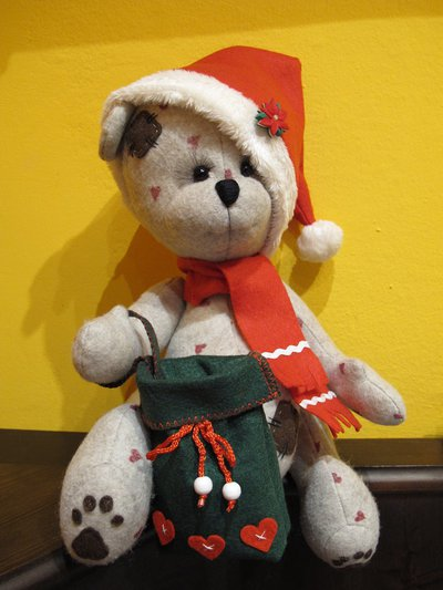 "Orsacchiotto in feltro ""Babbo Natale"""