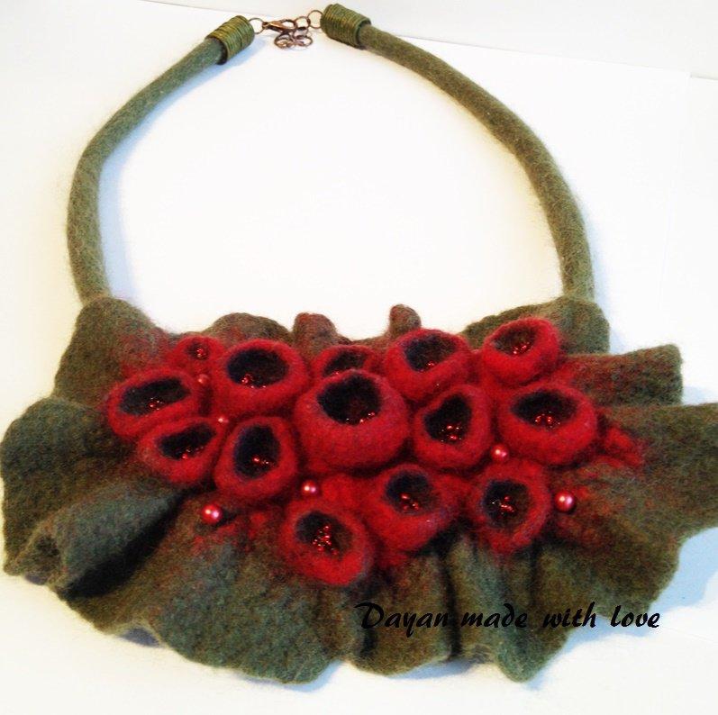 Collana in lana Boccioli rossi