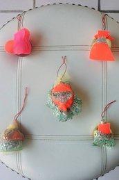 """Set 5 palle di Natale serie """"vestita a festa"""" decorate con abiti in pannolenci tulle e pizzo"""
