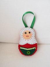 Matrioska.Bambolina in feltro,paillettes,bottoni,nastri.DEcorazione natalizia.Personalizzabile con perle,pizzo,vari colori.Bomboniera,decorazione,regalo,segnaposto,charm per borsa