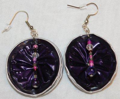 orecchini pendenti viola fatti a mano con cialde e perline