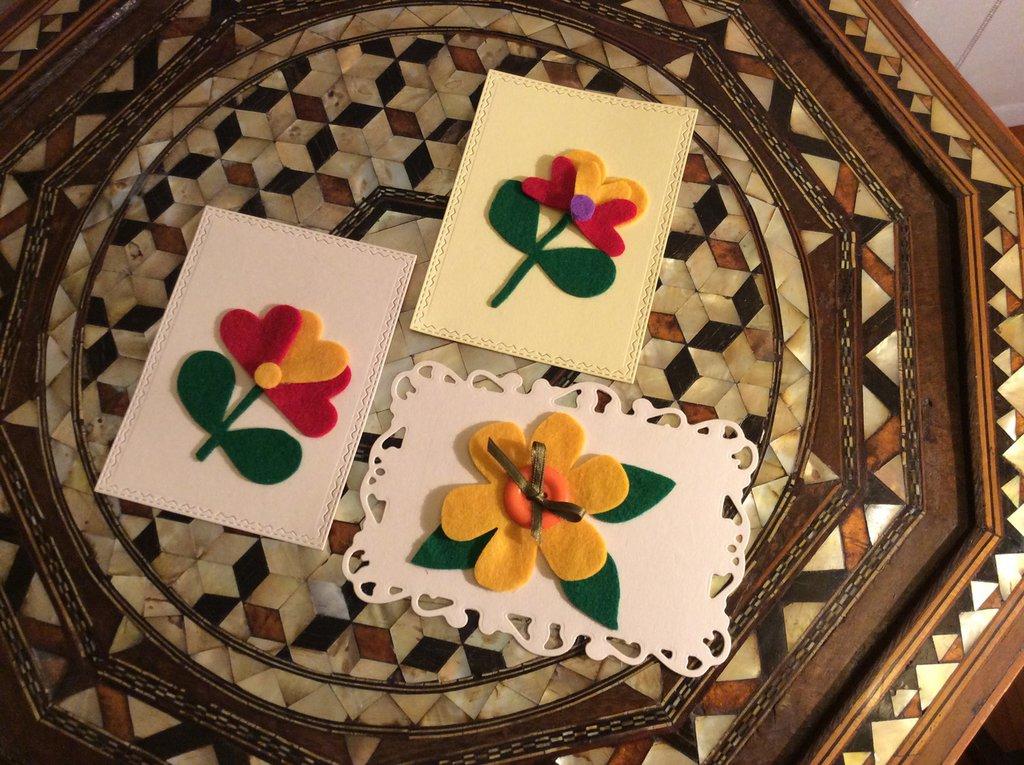 Set di tre biglietti con fiori