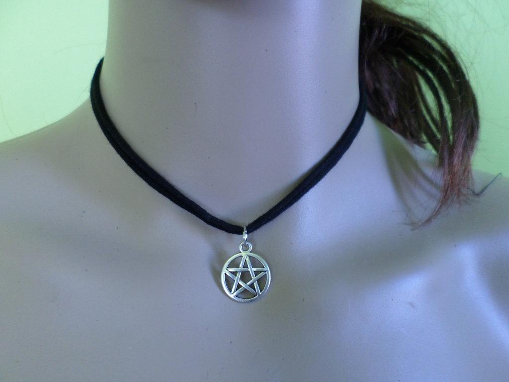 girocollo in tessuto con stella wicca
