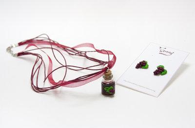 collana e orecchini uva
