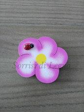 Calamita fiore in legno colorato con coccinella