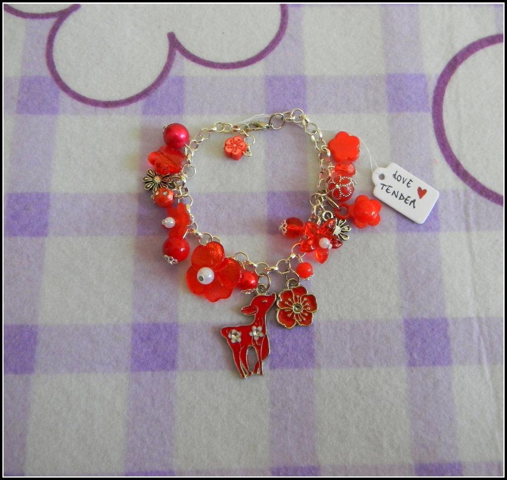 Braccialetto rosso e bianco con charms in metallo smaltati + fimo