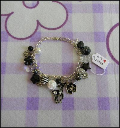 Braccialetto nero e bianco con charms in metallo smaltati + fimo