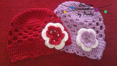 Berretto bimba ad uncinetto con la rosa