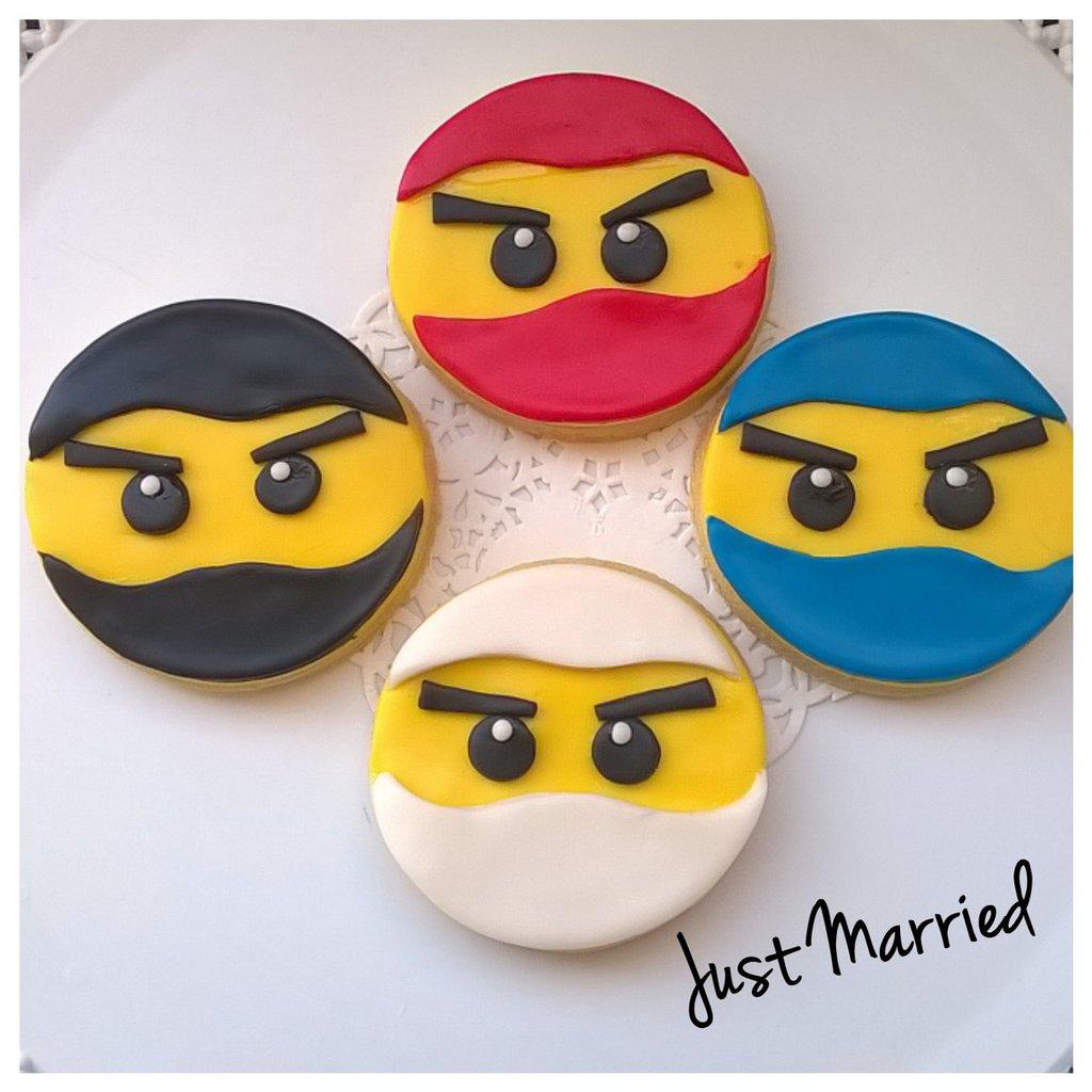 biscotti decorati a tema Ninjago della lego