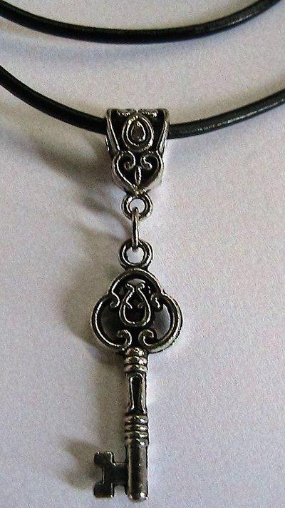 Collana e/o orecchini con chiave in argento tibetano