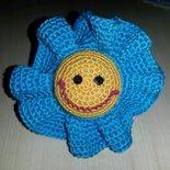 Fiore simpatico all'uncinetto in cotone per decorazioni varie