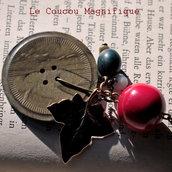 Collana in stile Boho con bottone vintage e semi di Tagua rosso e blu