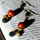 Orecchini boho in bronzo con perle verdi e gialle