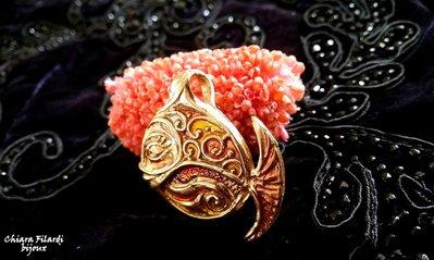 Ciondolo in bronzo con smalti colorati, pesce