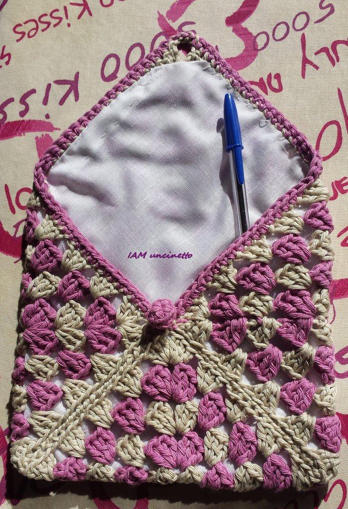 Bustina astuccio granny square rosa e beige