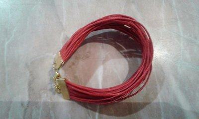 Bracciale a fascia di fili in cuoio rossi
