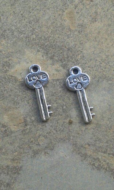 6 charms chiavi love 25x10mm