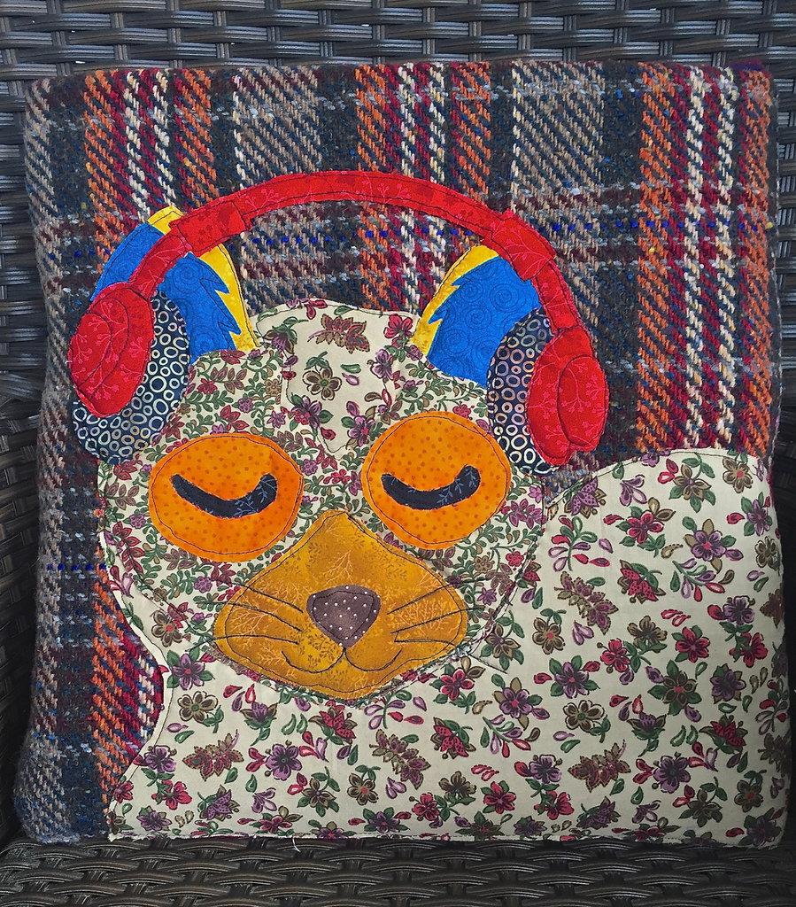cuscino quillow gatto che ascolta la musica - un cuscino con dentro un plaid