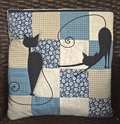 cuscino quillow ombre di gatti  - un cuscino con dentro un plaid