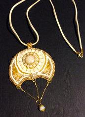 collana bianco dorata
