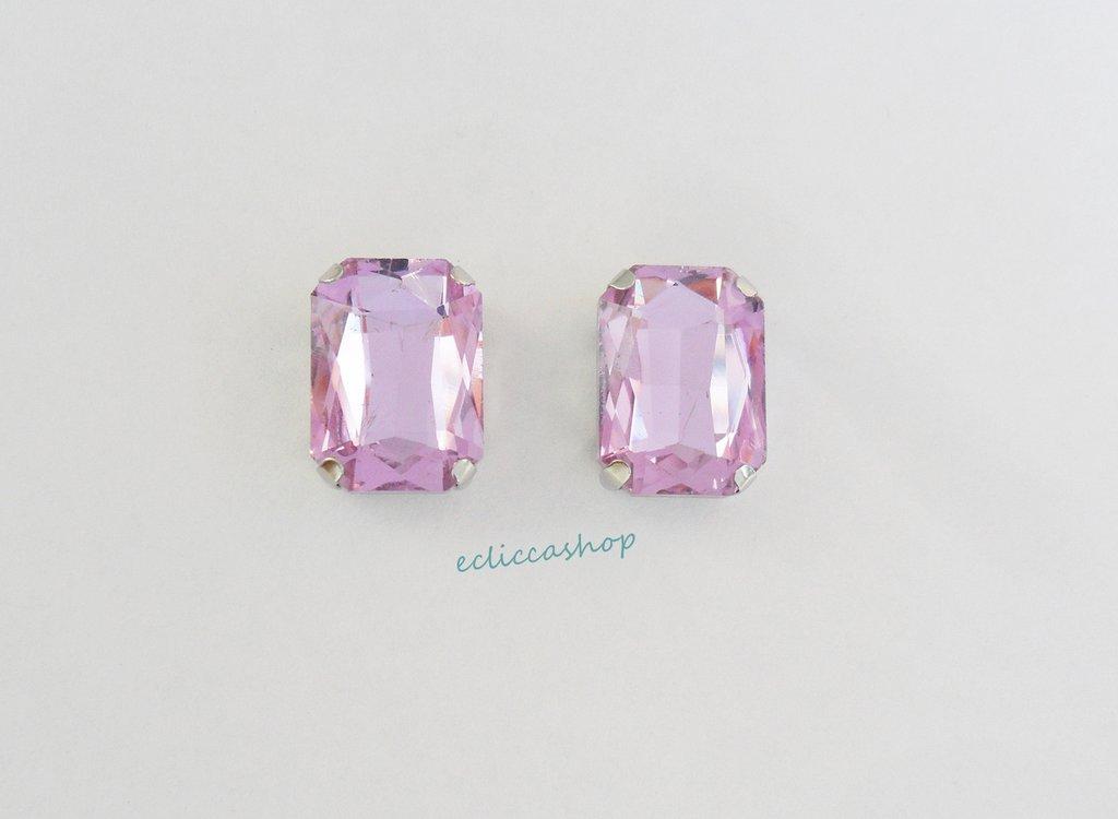 Pietra  in cristallo colore lilla. Castone in metallo nikel free 1pz