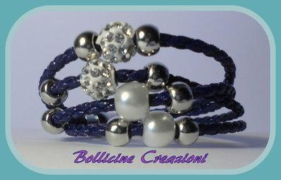 Bracciale blu scuro in corda sintetica intrecciato con perline e chiusura a calamita