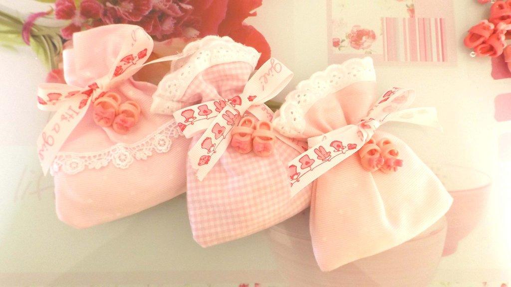BOMBONIERA COMPLETA  DELUXE sacchettino confetti  - Battesimo nascita - fimo - SCARPINE ROSA  - bimba TARGHETTA IN LEGNO CON NOME IN OMAGGIO