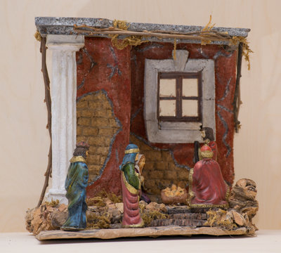 Presepe Napoletano, interamente fatto a mano in sughero, completo di luci e pastori.