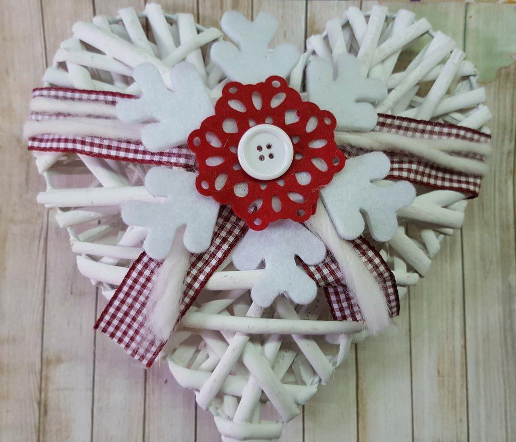Cuore natalizio con fiocco di neve