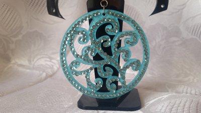 Orecchini pendenti in resina con strass color turchese