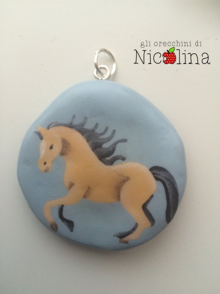 Ciondolo Cavallo azzurro in cartapesta con scritta