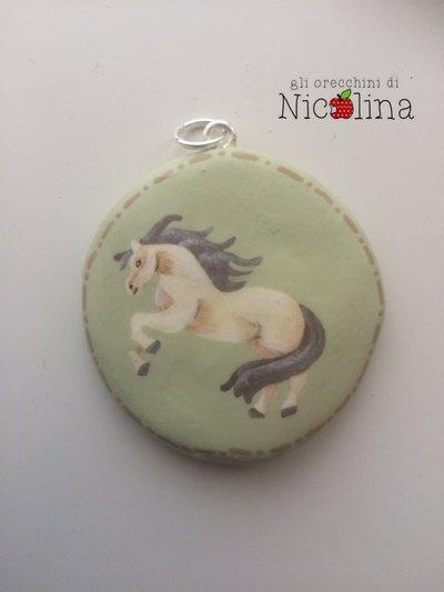 Ciondolo cavallo verde con retro personalizzabile