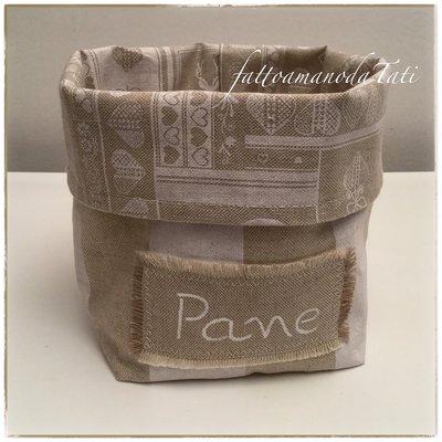 Cestino per il pane in cotone a righe bianche ed ecrù con interno in fantasia e etichetta dipinta a mano