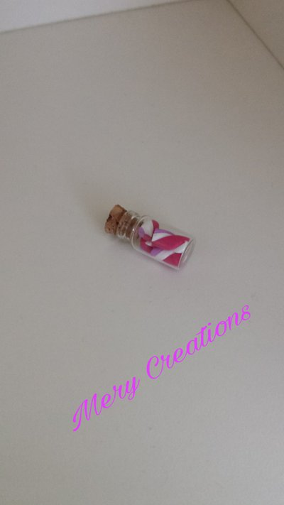 Ciondolo bottiglietta con dolci mashmallow