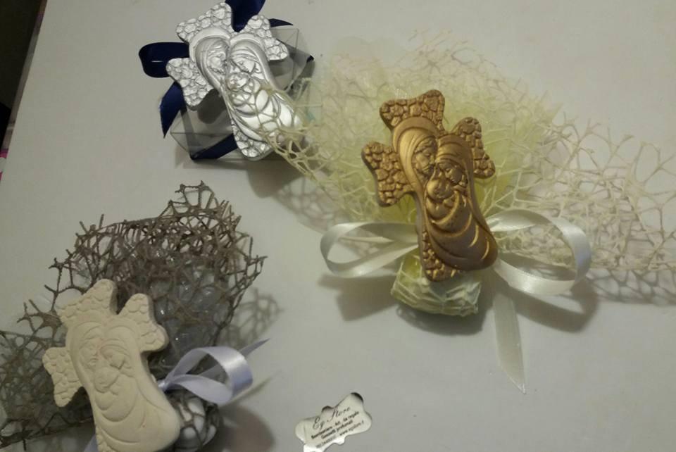 bomboniera croce sacra famiglia oro, argento, bianco perla
