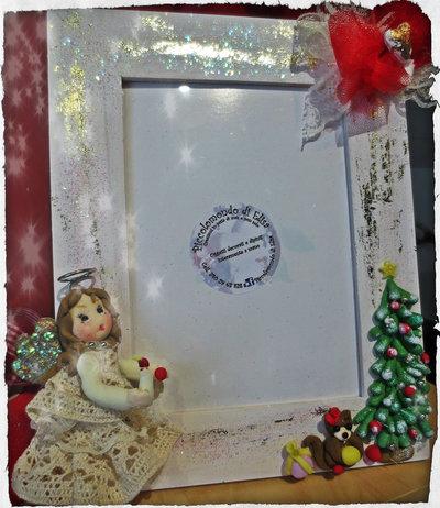 elegante cornice natalizia con angelo
