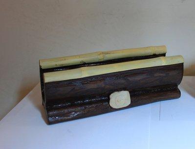 Porta biglietti da visita in legno di ulivo.