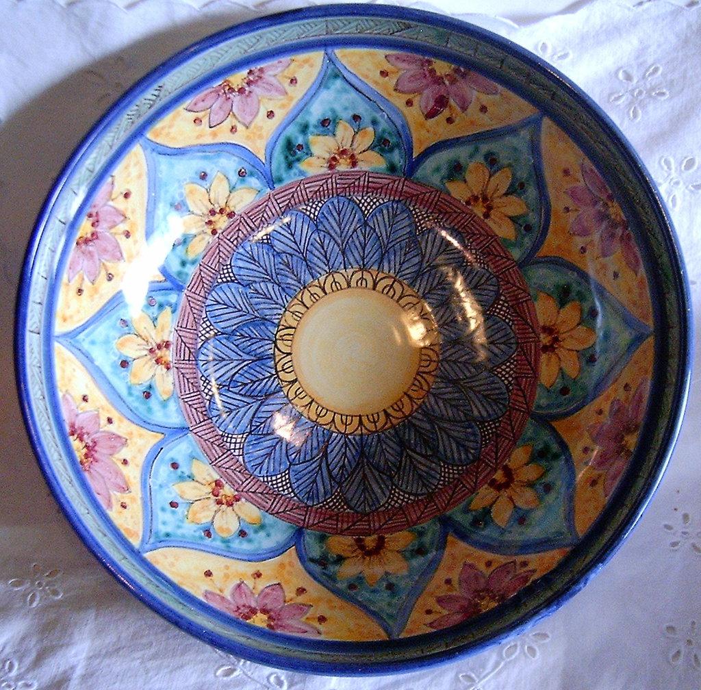 Ciotola/ Insalatiera / Spaghettiera in ceramica.Dipinta a mano.Decoro Geo/Floris