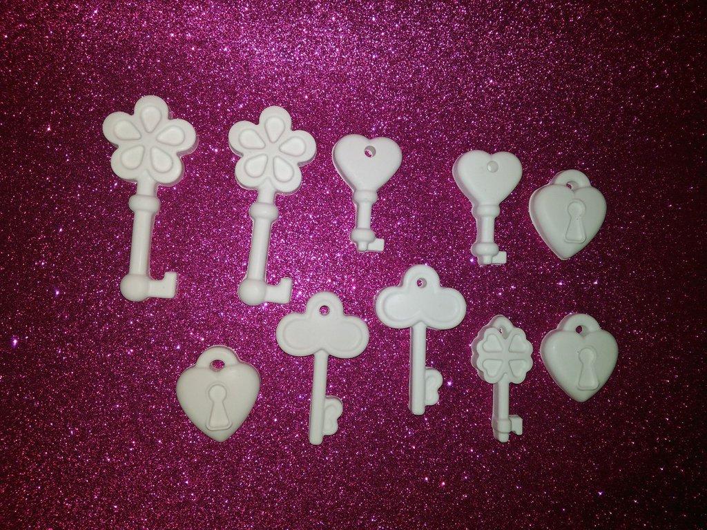 Set  chiavi in polvere di ceramica.