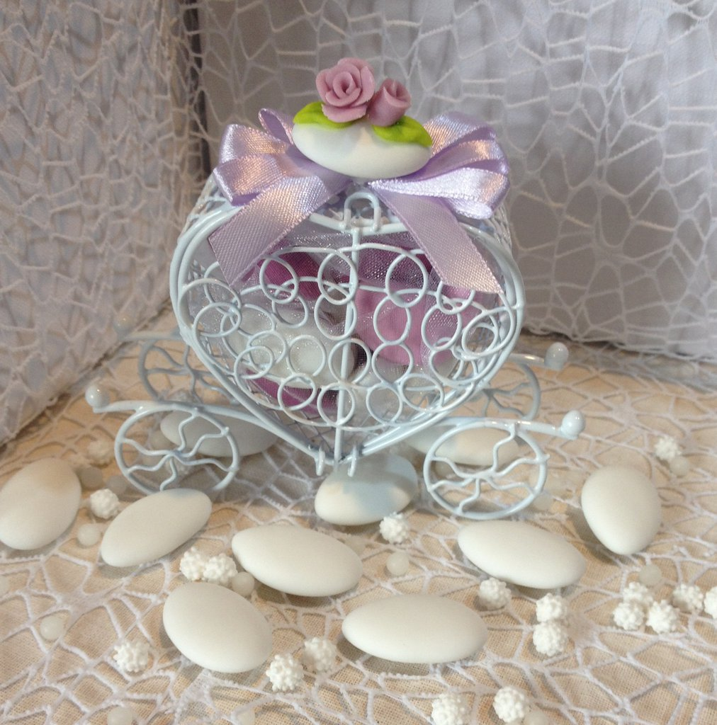 Confezione confetti decorati in gabbietta carrozza