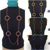 collane con catene in seta e cerchi in resina colorata