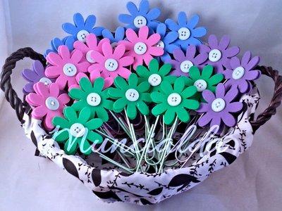 1 segnalibro, fiore in crepla montata su clip metallica in colore coordinato, ideale per regali speciali e bomboniere