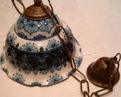 Lampadario in ceramica,foggiato al tornio,traforato e dipinto a mano