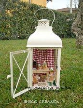 Lanterna decorativa con miniature - Il capanno da giardino