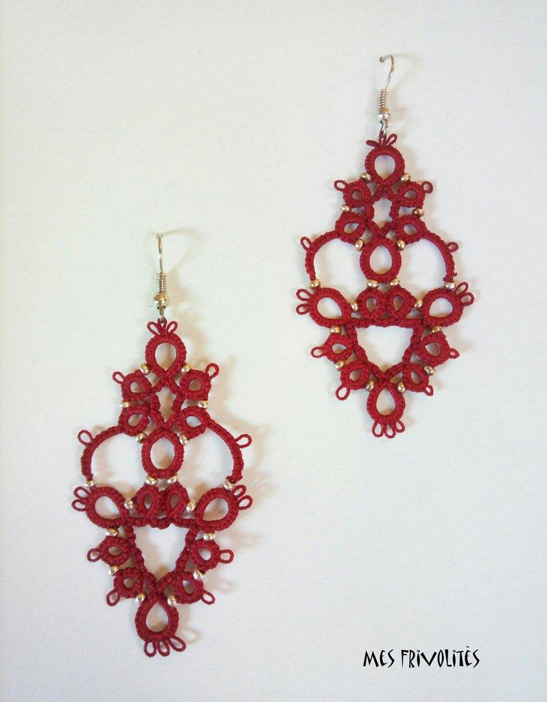 Orecchini rigidi in pizzo chiacchierino Victorian Red con perline OP4VR20C