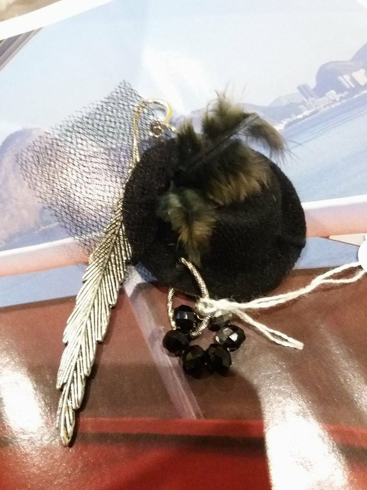 segnalibro da donna piuma metallo con cappellino