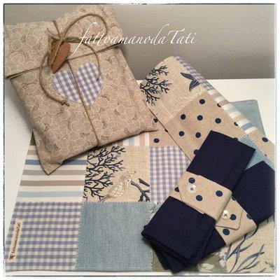 Set tovagliette patchwork in cotone sui toni azzurri ed ecrù con tovagliolo,portatovagliolo e sacchettino