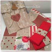 Set tovagliette patchwork in cotone su toni rossi/ecrù con tovagliolo,portatovagliolo e sacchettino
