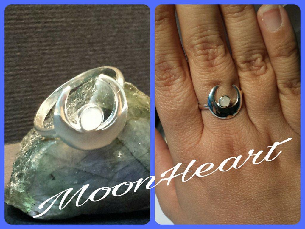 Anello con pietra di luna